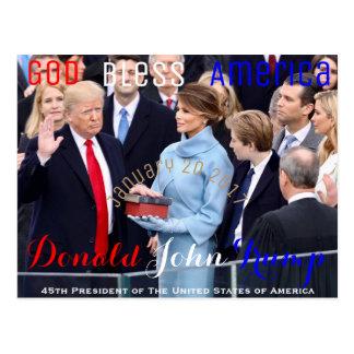 Donald Trump prenant le son serment d'entrée en Cartes Postales