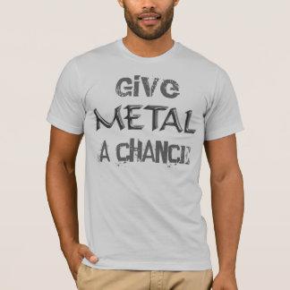 Donnez à métal un T-shirt d'occasion