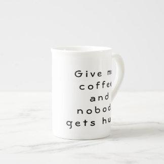 Donnez-moi le café et personne n'obtient le café mug