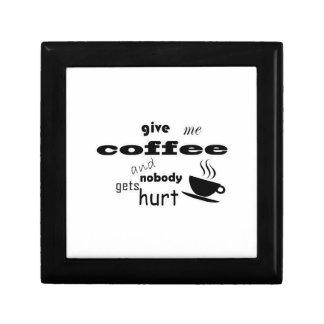Donnez-moi le café et personne n'obtient le mal petite boîte à bijoux carrée