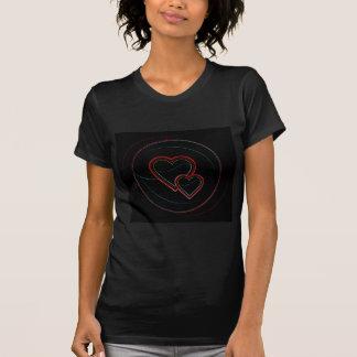 Doubles coeurs dans le noir t-shirts