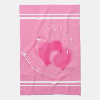 Doubles coeurs roses serviettes pour les mains