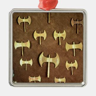 Doubles haches miniatures ornement carré argenté
