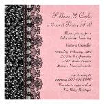 Douche assez rose et noire de bébé de dentelle invitations personnalisées