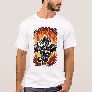 Dragon avec des flammes à l'arrière-plan t-shirt