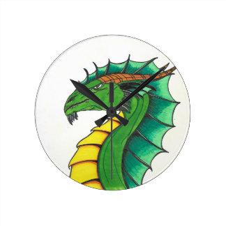 Dragon tiré par la main horloge ronde