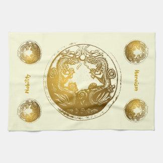 Dragons d'or affligés - noblesse, héroisme serviettes éponge