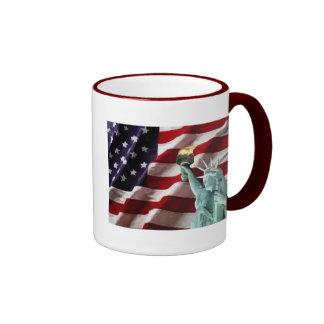 Drapeau américain avec Madame Liberty Mug Ringer