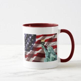 Drapeau américain avec Madame Liberty Mugs