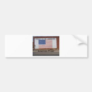 Drapeau américain peint sur le vieux bâtiment autocollant de voiture