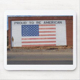 Drapeau américain peint sur le vieux bâtiment tapis de souris