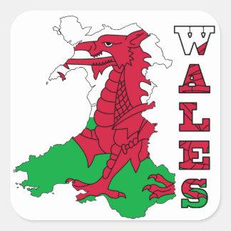 Drapeau dans la carte du Pays de Galles Stickers Carrés