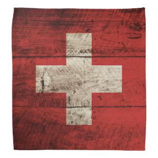 Drapeau de la Suisse sur le vieux grain en bois Bandanas
