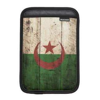 Drapeau de l'Algérie sur le vieux grain en bois Housse Pour iPad Mini