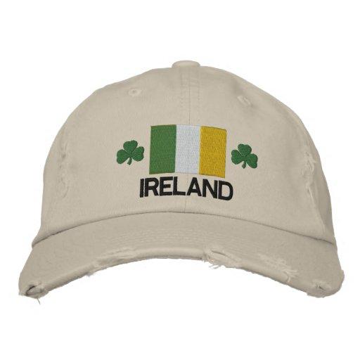 Drapeau de l'Irlande et chapeau brodé par shamrock