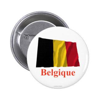Drapeau de ondulation de la Belgique avec le nom e Badge