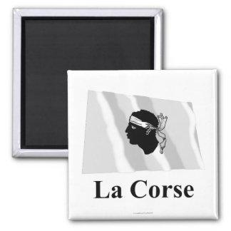 Drapeau de ondulation de la Corse avec le nom en Magnet Carré