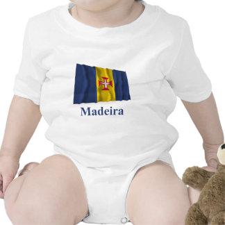 Drapeau de ondulation de la Madère avec le nom T-shirts