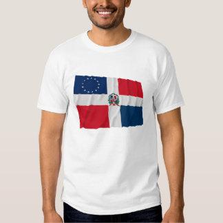 Drapeau de ondulation Dominicain-Américain T-shirts