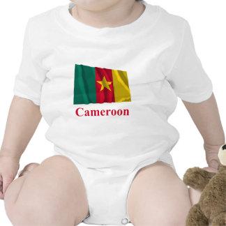 Drapeau de ondulation du Cameroun avec le nom Bodies