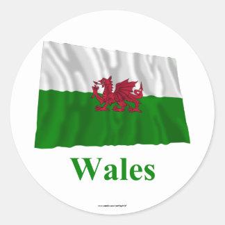 Drapeau de ondulation du Pays de Galles avec le Sticker Rond