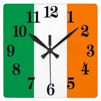 Drapeau de shamrock de l'Irlande Horloge Carrée