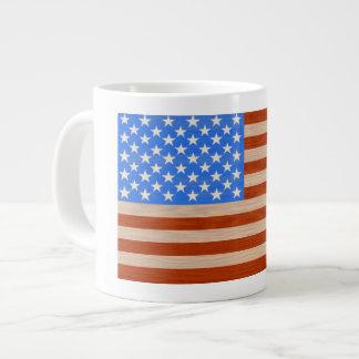 Drapeau des USA peint sur la tasse de café en bois
