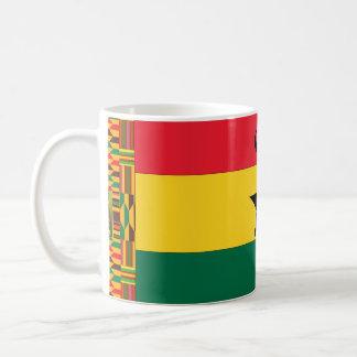 Drapeau d'étoile de noir du Ghana Mug