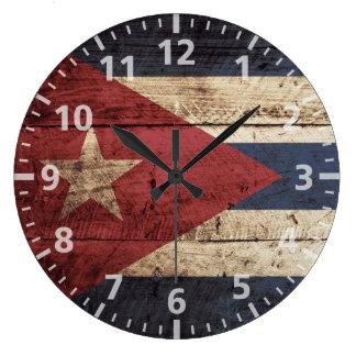 Drapeau du Cuba sur le vieux grain en bois Grande Horloge Ronde