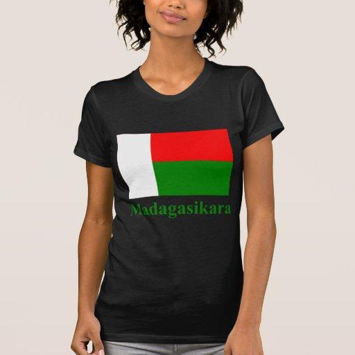 Drapeau du Madagascar avec le nom dans malgache T-shirt