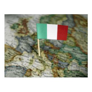 Drapeau italien dans la carte cartes postales