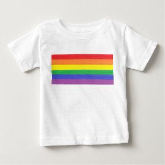 Drapeau peint d'arc-en-ciel t-shirt pour bébé