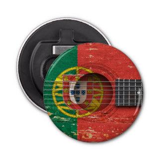 Drapeau portugais sur la vieille guitare