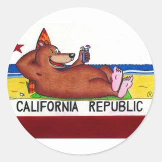 Drapeau rouillé d'ours de la Californie Autocollant Rond