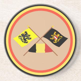 Drapeaux croisés W Belgique de la Flandre et du Dessous De Verres