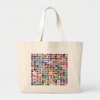 drapeaux du monde contre le blanc grand sac