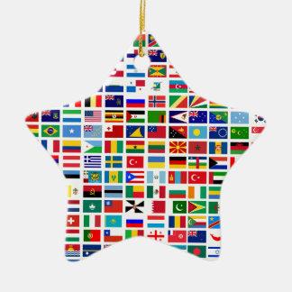 drapeaux du monde contre le blanc ornement étoile en céramique