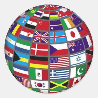 Drapeaux du monde sur l'autocollant de globe sticker rond