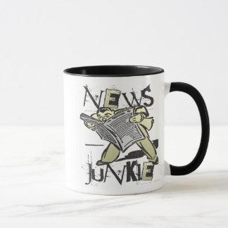 Drogué de nouvelles mug