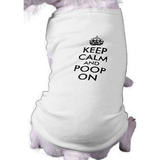 Drôle gardez le calme et la dunette sur le modèle t-shirt pour chien