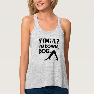 Drôle poursuivez vers le bas le débardeur de yoga