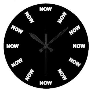 Drôle synchronisez maintenant (le noir) grande horloge ronde