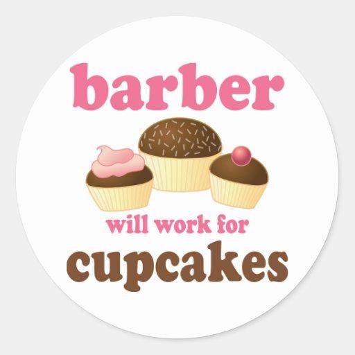 Drôle travaillera pour le coiffeur de petits adhésifs ronds