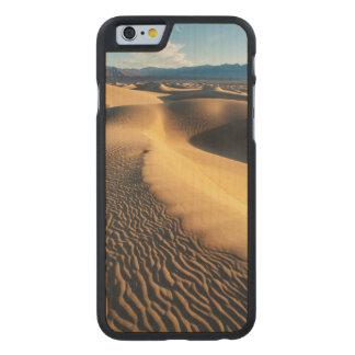 Dunes de sable dans Death Valley, CA Coque Carved® iPhone 6 En Érable