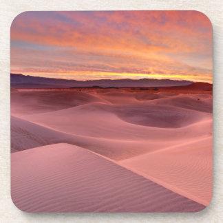 Dunes de sable roses, Death Valley, CA Dessous-de-verre