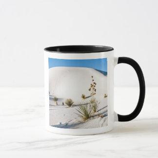 Dunes et yucca transversaux 2 de Soaptree Mug