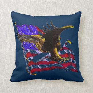 Eagle chauve et drapeau oreillers