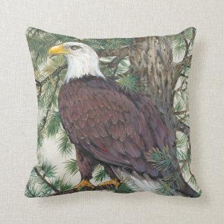 Eagle chauve sur la branche coussin décoratif