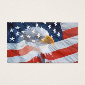 Eagle chauve sur le carte de visite de drapeau