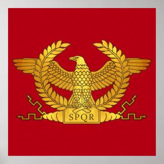 Eagle d'or romain sur le rouge posters